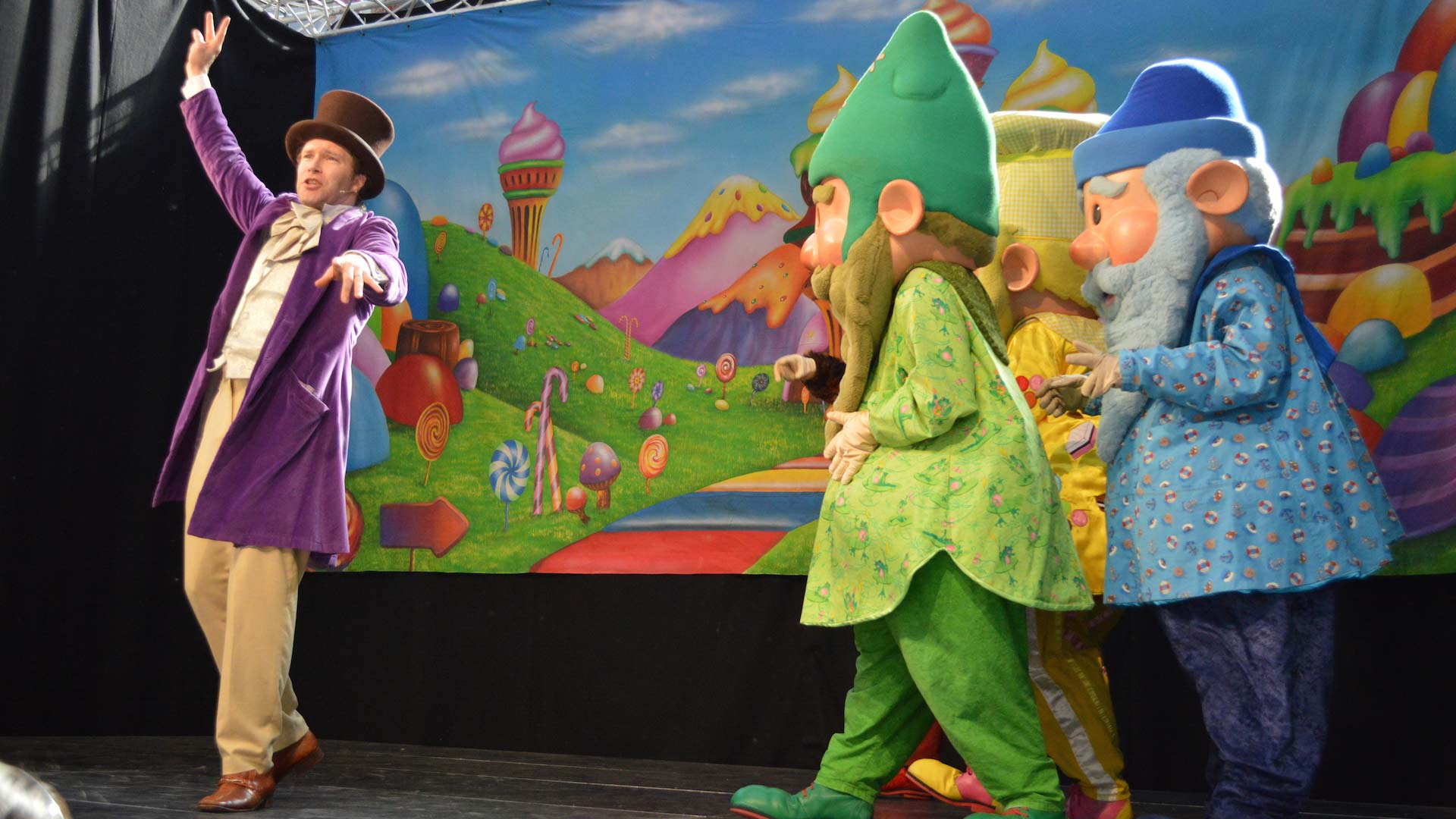 One of our many MetroCentre Gateshead shows, featuring Willie Wonka and the Q20-created MetroGnomes.